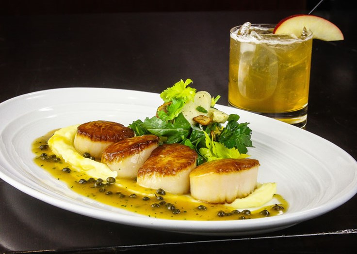scallops and cocktail
